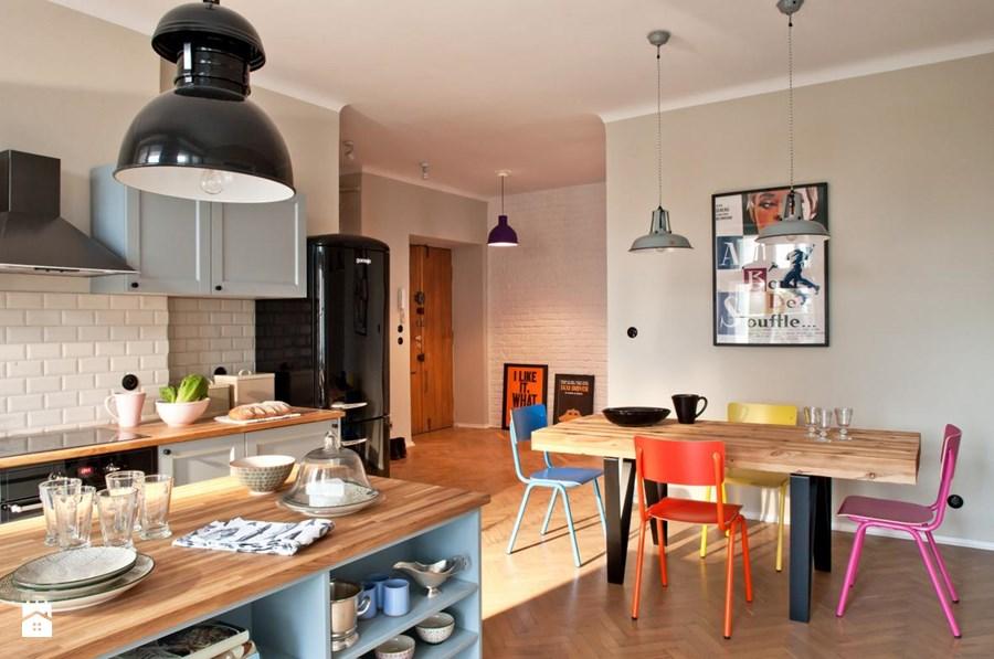 Jak urządzić błękitna kuchnię i polskie mieszkanie pełne kolorów?  Lovingi -> Kuchnia Z Jadalnia Skandynawska
