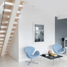 drewniane ażurowe schody z nowoczesną szklaną balustradą (27882)