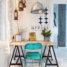 industrialna metalowa lampa nad biurkiem na kozłach,lampy naftowe,turkusowe krzesło vintage (27528)