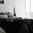czarna narzuta na łóżko